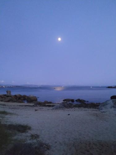 La luna y su reflejo
